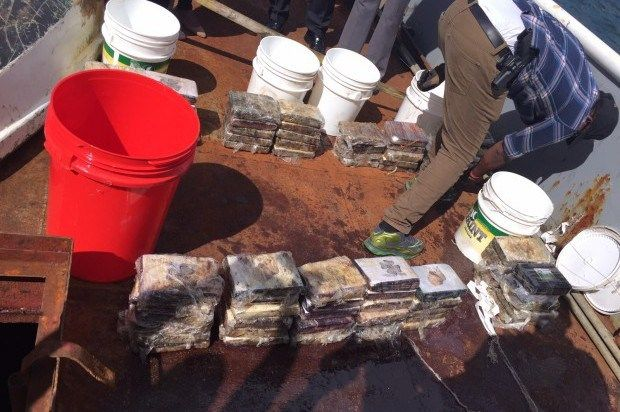 Capturan a siete personas con 79 paquetes de droga en alta mar