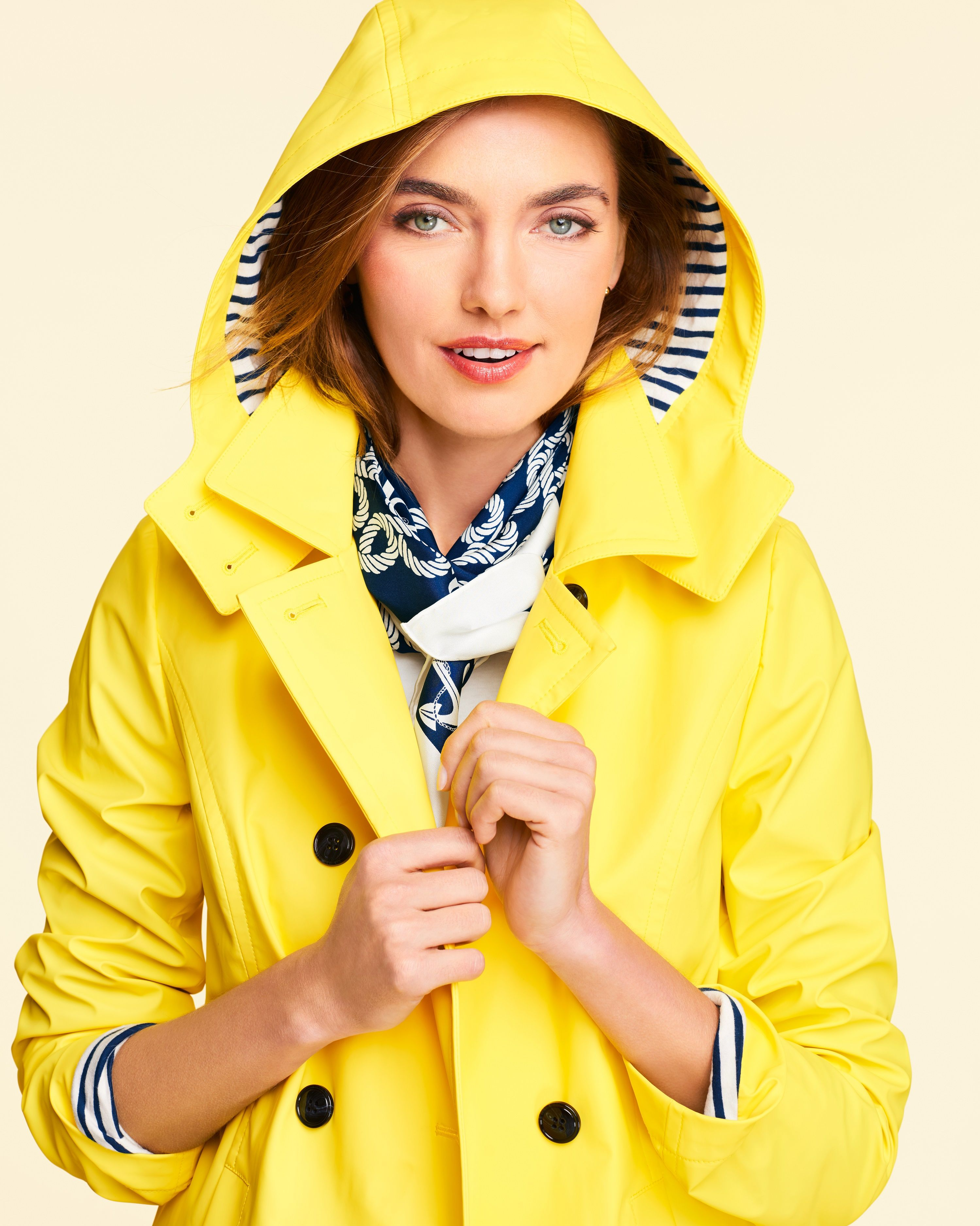 A sleek raincoat in a classic bd94f4d4e