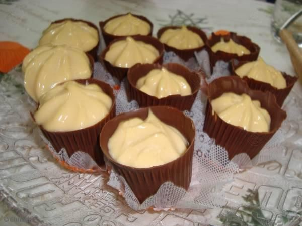 Receita de Copinhos de chocolate com Mousse de Maracujá