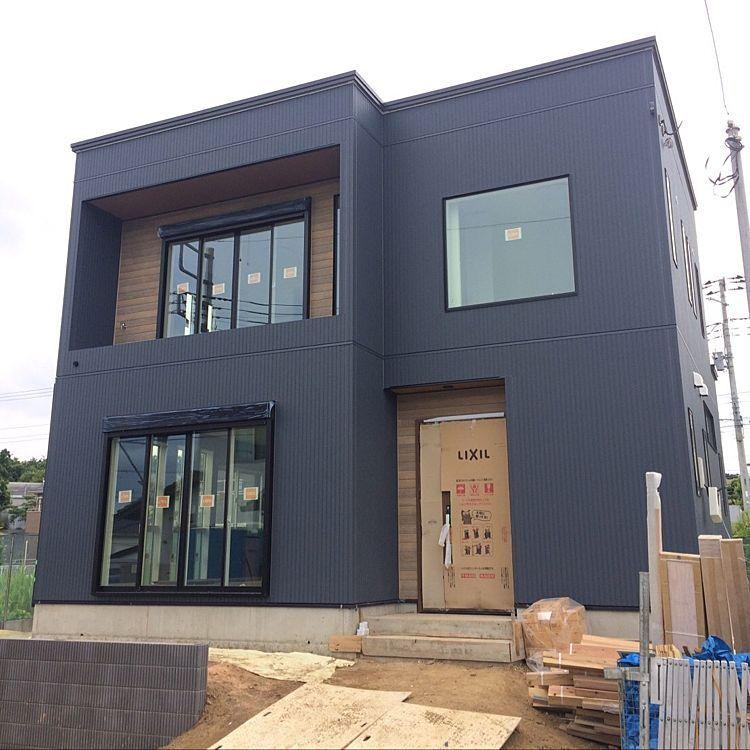 縦張り アトランティックブルー 外壁 新築一戸建て 新築建築中 など