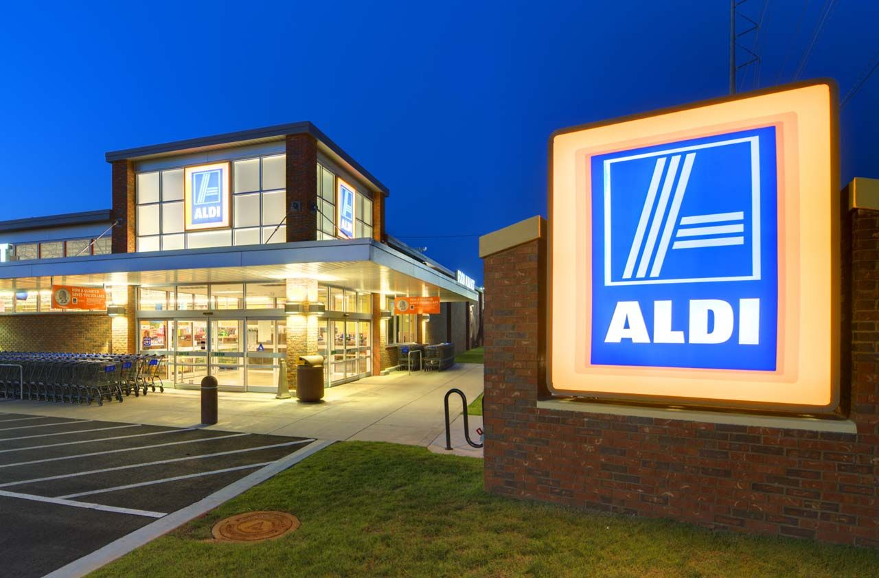 So you've researched the Ketogenic diet and are ready to stock up on pantry essentials. ALDI has you covered.If you've never shopped at ALDI before, here are a few basic tips: Bags: BY…