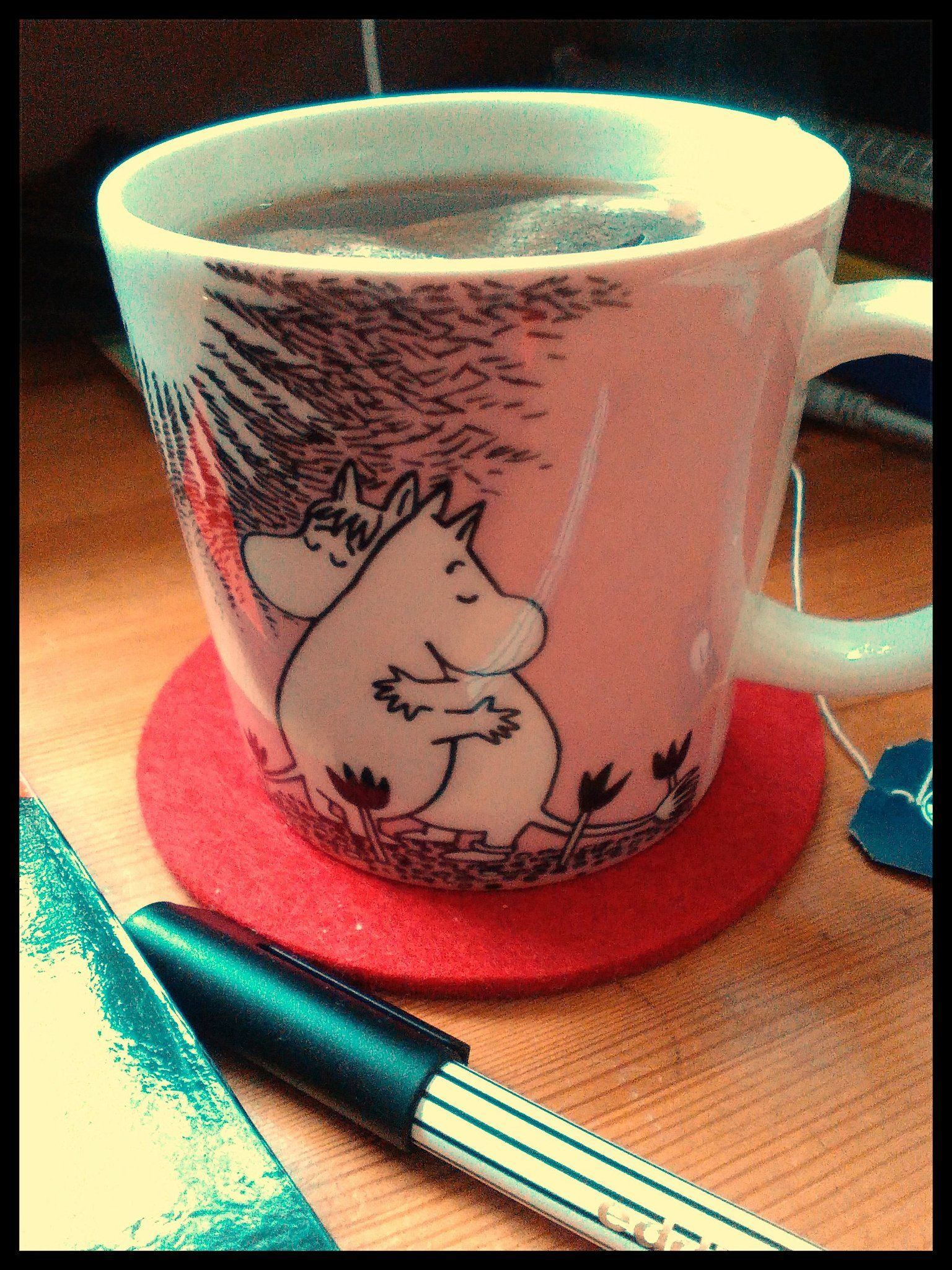 Was zum Schreiben unbedingt dazu gehört: Tee und ganz viel Liebe. #Autorin #schreiben