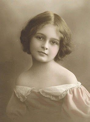 +~+~ Antique Photograph #lamistardilocast #enfant #passé #souvenir #child #past #memories #vintage #pasinteco #memoroj #niños #últimos #recuerdos #ricordi #del_passato ~+~+