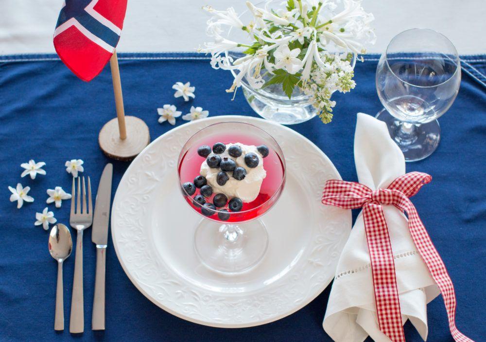 http://anettewillemine.com/  - Table setting, tablescape celebrating Norway´s Constitution Day 17. May. Red, white and blue colors. Borddekking til Norges nasjonaldag 17. mai. Farger i rødt hvitt og blått.