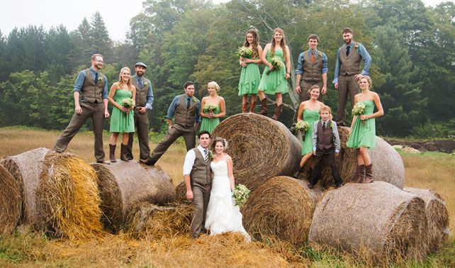 Western Wedding Ideas Rustic Barn Wedding I Must Admit This Is Kinda Cute But I Would Want Alittle More Un Rustic Barn Wedding Barn Wedding Western Wedding