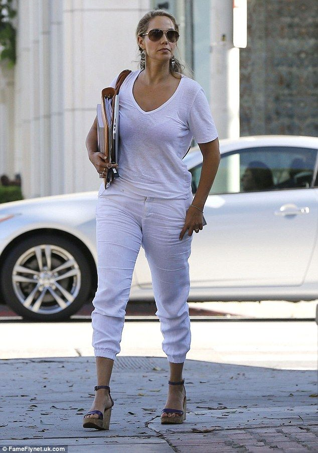 Elizabeth Berkley Displays Slim Figure In Serene Head To