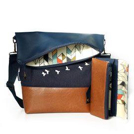 FoldOver Tasche mit passender Geldbörse von Hansedelli mit braunem und dunkelblauem Kunstleder und dunkelblauem Bio-Canvas mit Vogelprint von Birch