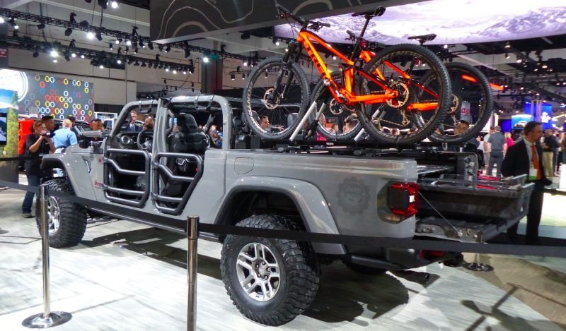 Jeep Truck 2020 Lifted Our Favorite New Trucks And Suvs At The 2018 La Auto Show 2020 Jeep Gladiator Brings Adventure To Mid Size Class Jeep Gladiator Jeep 35 Inch Tires