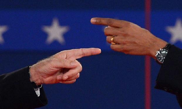 Dettaglio di mani in dialogo fra loro.  (La capacità di sintesi e la complessità dei simboli: 2° Dibattito per le Presidenziali: Mitt Romney e Barack Obama)  Ph: Saul Loeb