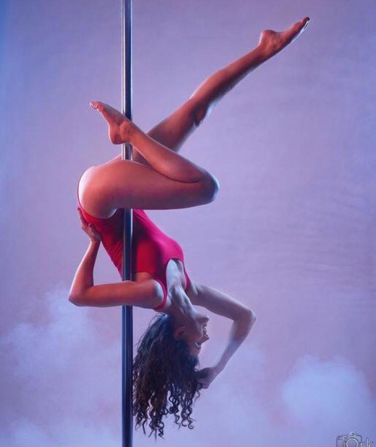 0a5c7aa74148 Pole Dance #danceclasses | MUJER | Fitness de barra, Baile de tubo y ...