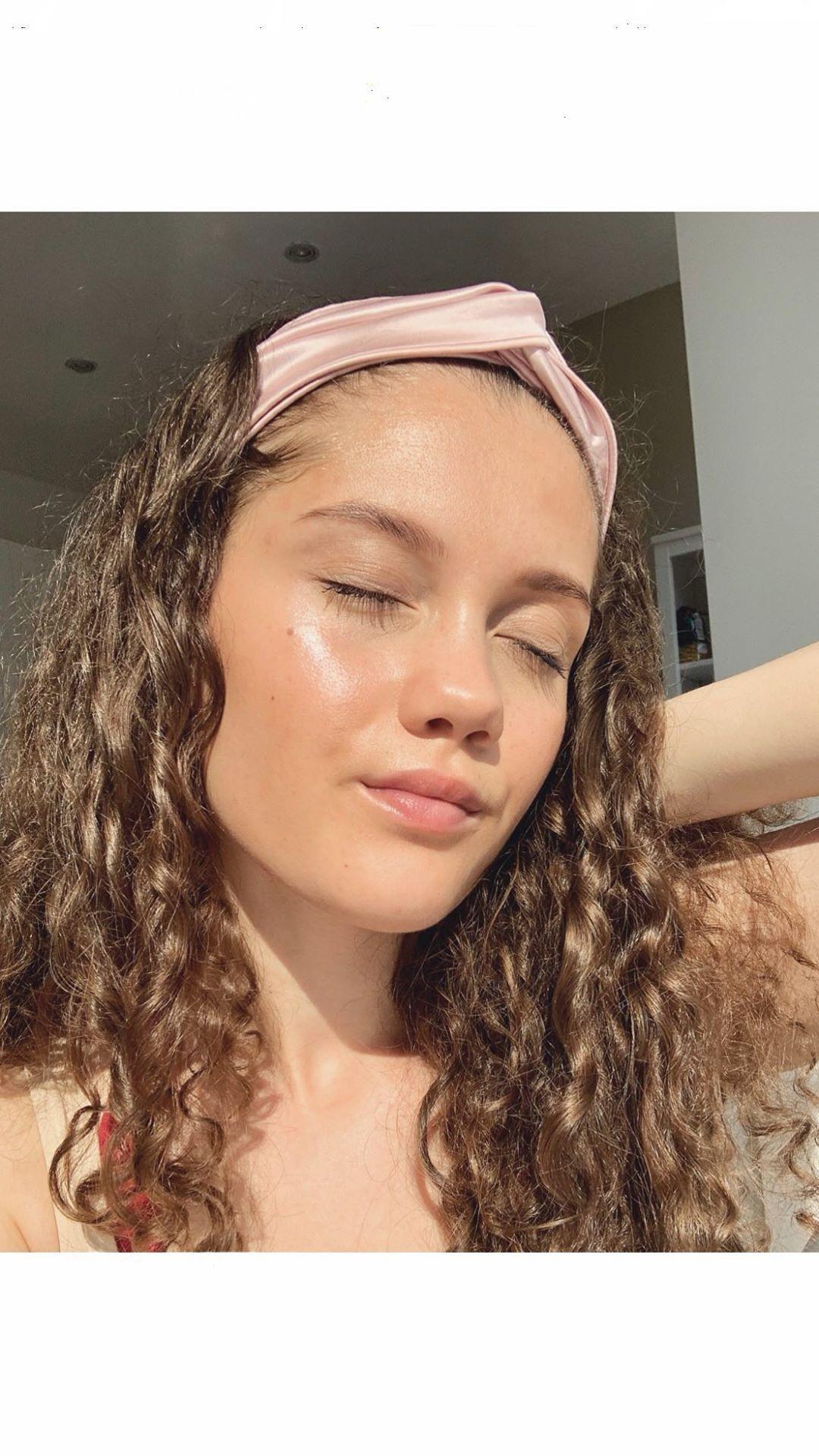 Easy Glowy Glass Skin Makeup Look. Details on Instagram