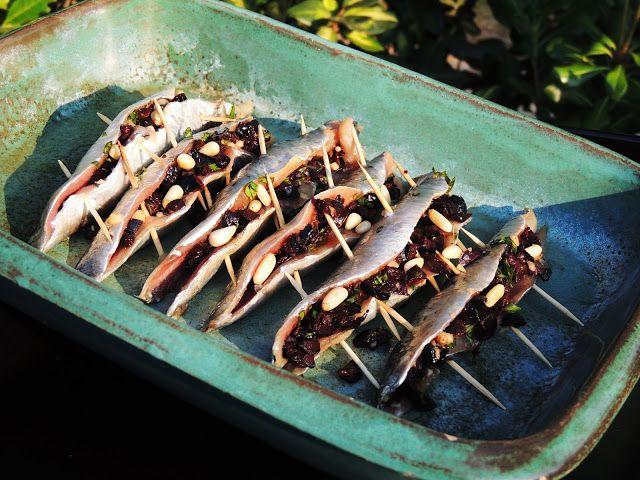 MIDI CUISINE: Filets de sardines à la plancha, farcies aux olives et aux pignons