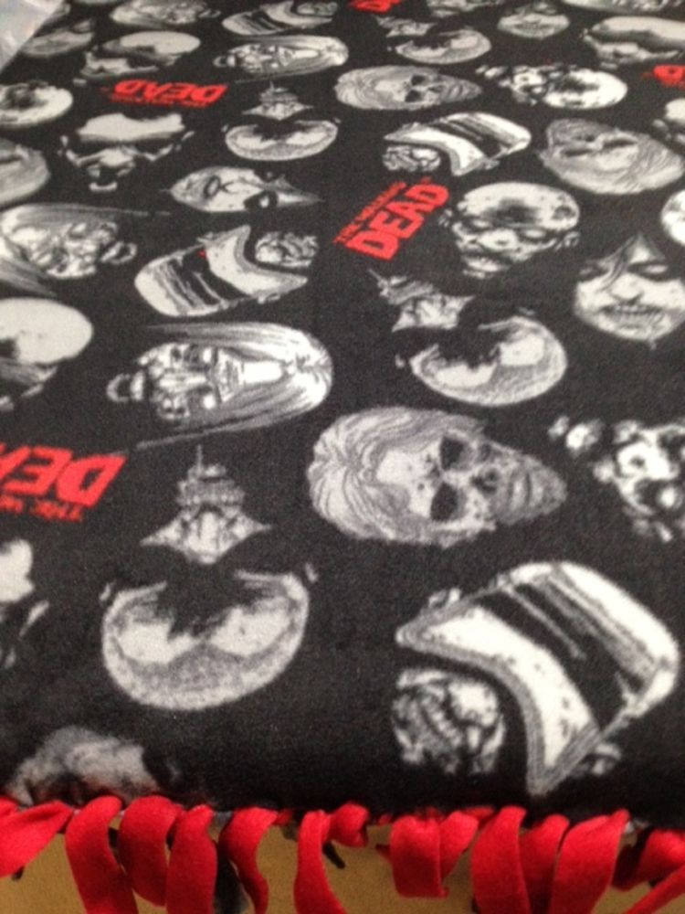 Walking Dead Throw Blankets Adorable FLEECE KNOTTED BLANKET Walking Dead Zombie Faces BlanketThrow