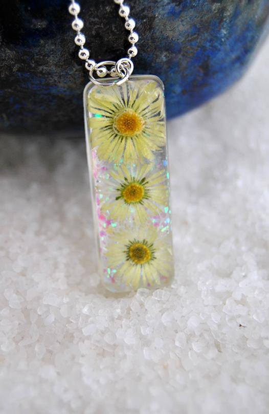 Resin daisies pendant