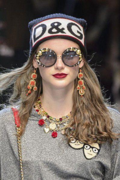 0c0126323 نظارات شمسية نسائية مزخرفة على غرار موديلات دولتشي اند غابانا Dolce &  Gabbana
