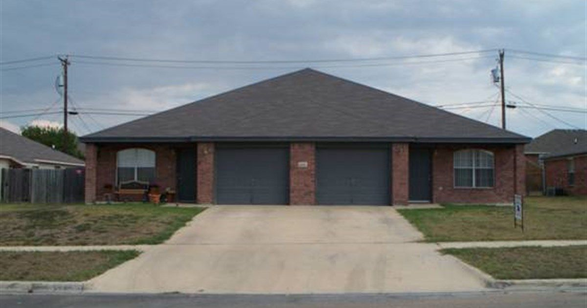 4000 Hitchrock Killeen Tx 76549 3 Beds 2 Baths 1196 Sq Ft For More Information Contact Karen Doerbaum Lone Rental Property Property Property Management
