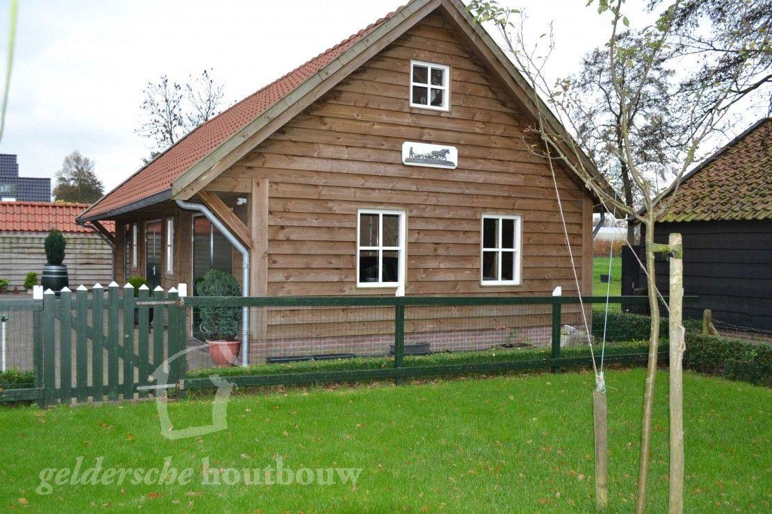 Zwarte schuur met terrasdeuren • Houten schuren kopen