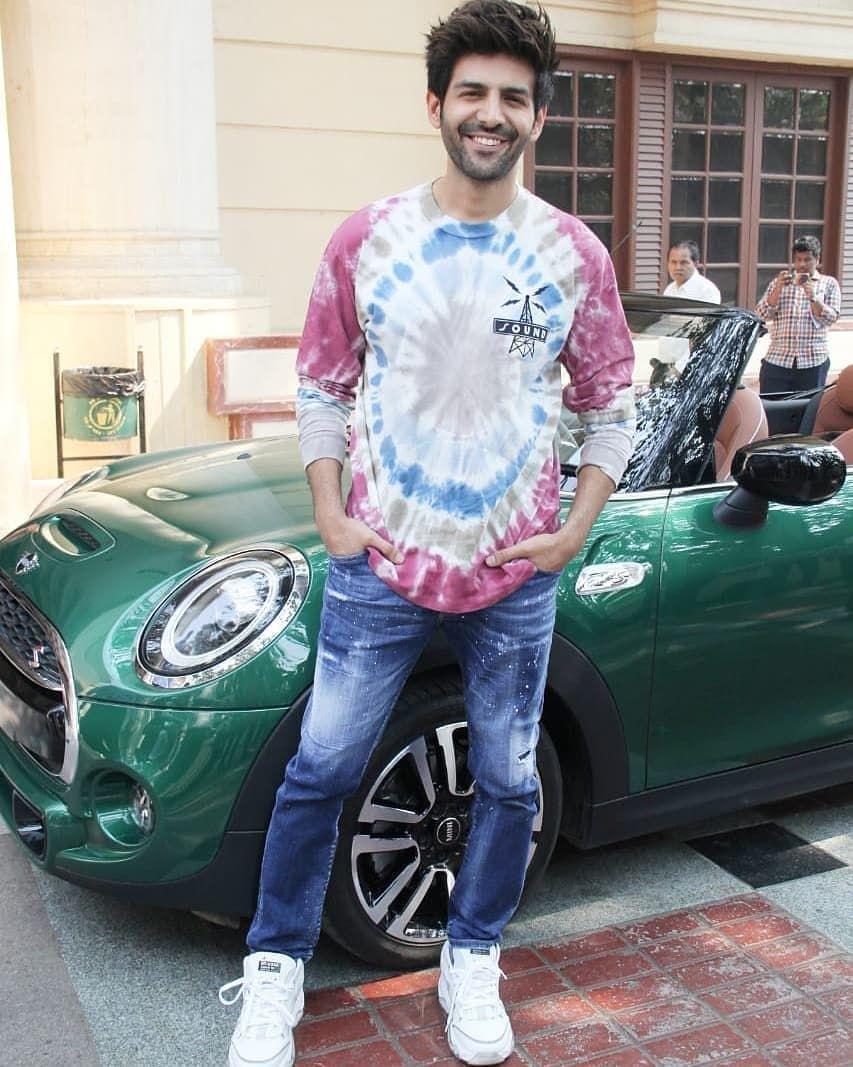 أول حساب تونسي لعشاق بوليوود On Instagram سارا علي خان كارتيك أريان خلال ترويجات فيلم Love Aaj Kal 2 Fashion How To Look Better Graphic Sweatshirt
