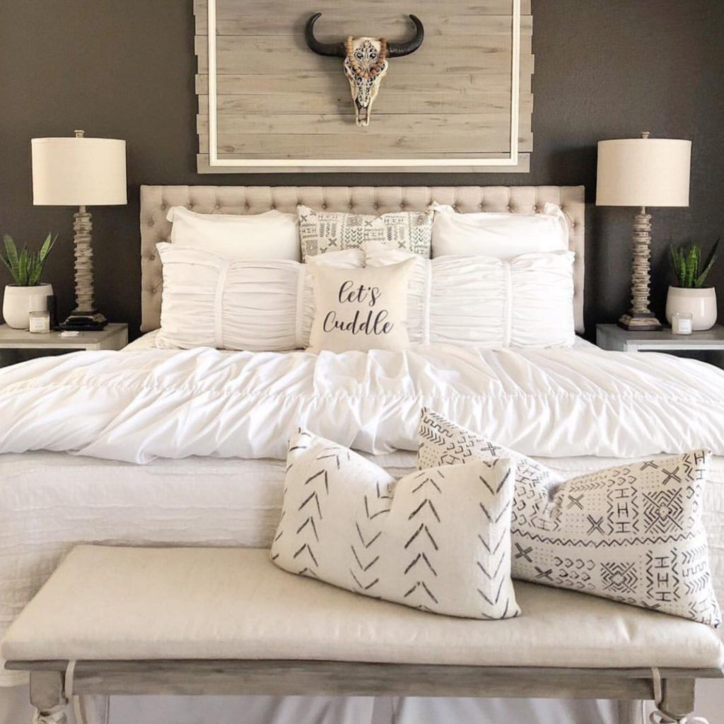 40 Of The Best Home Decor Blogs That Will Inspire You Rustic Master Bedroom Country Master Bedroom Rustic Chic Bedroom