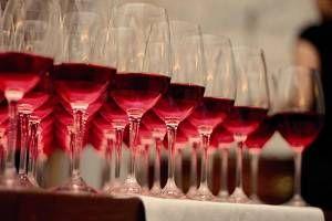 Utilizado desde la antigüedad como ingrediente, el vino es indispensable en la cocina por su potencia aromática y complejidad gustativa
