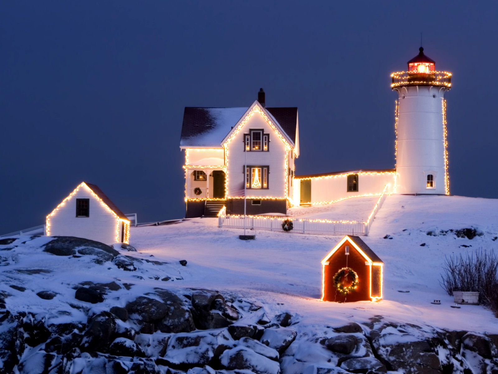 High resolution wallpaper, Christmas Lights on The Nubble Lighthouse ...