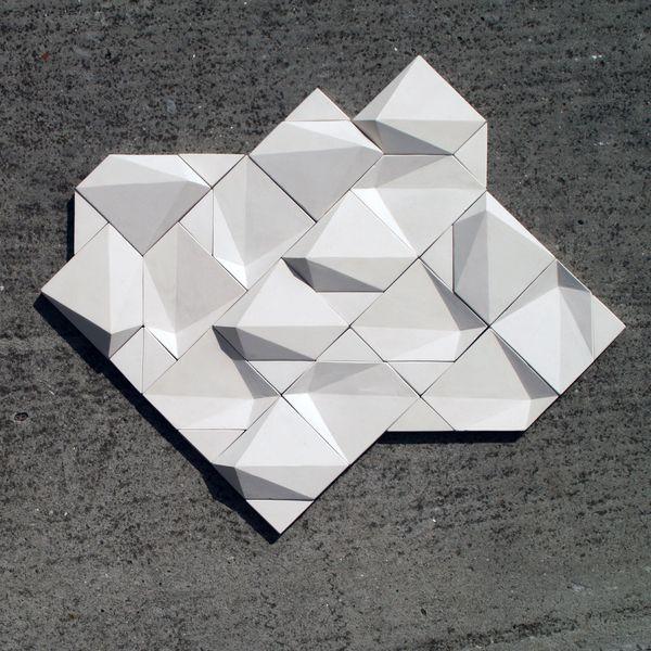 También producido con cerámica. Buen diseño. Contrast on Behance