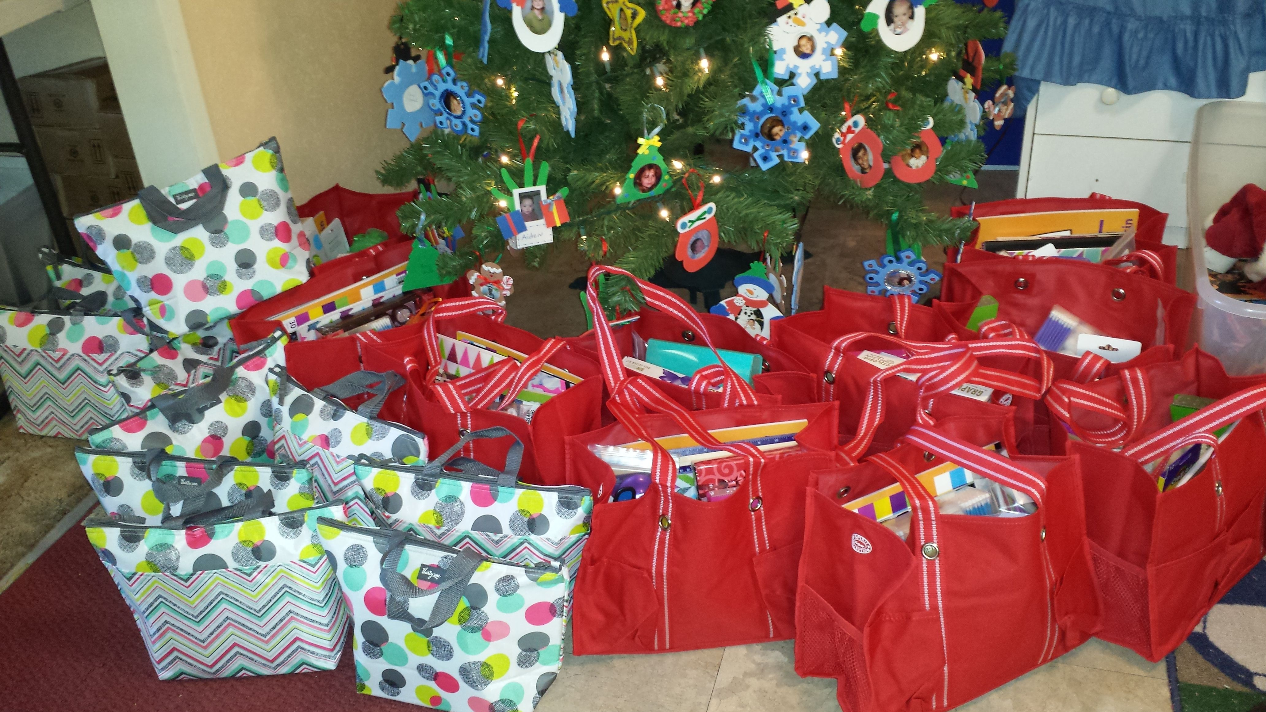 Christmas Giveaways For Kids.Our Thirtyone Bags Filled And Ready For Christmas Giveaway