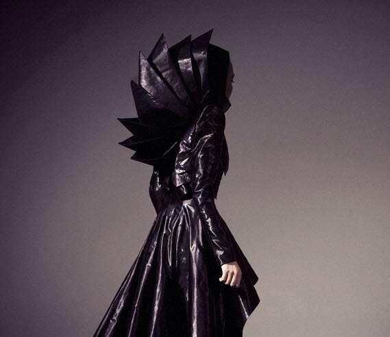 Futuristic 40's-Inspired Fashion - Bold Geometric Designs by Dora Mojzes (GALLERY)
