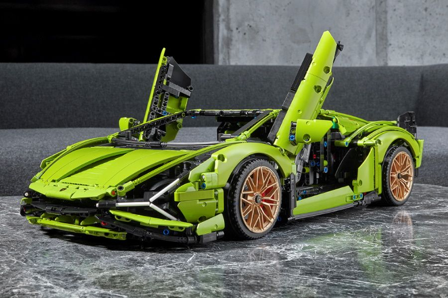 LEGO Technic Sián is 3,696 Pieces of Power