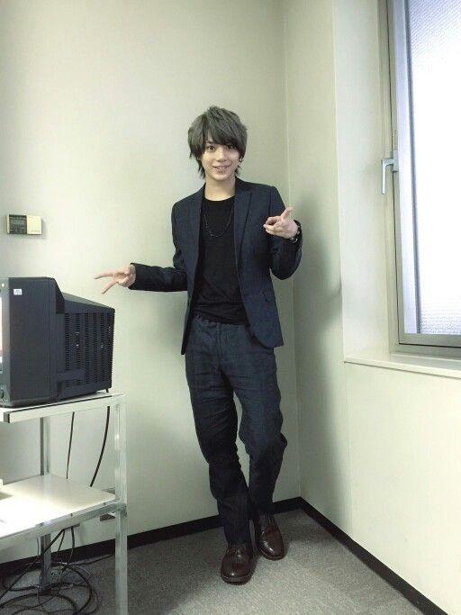 Ryuji Sato who plays Kashuu Kiyomitsu in Touken Ranbu Musical is so pretty, if he crossdress he will be a beautiful girl lol