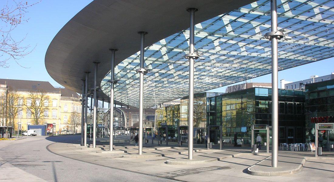 Ideal Bus Stand Hamburg Germany Hamburg, Tor zur welt