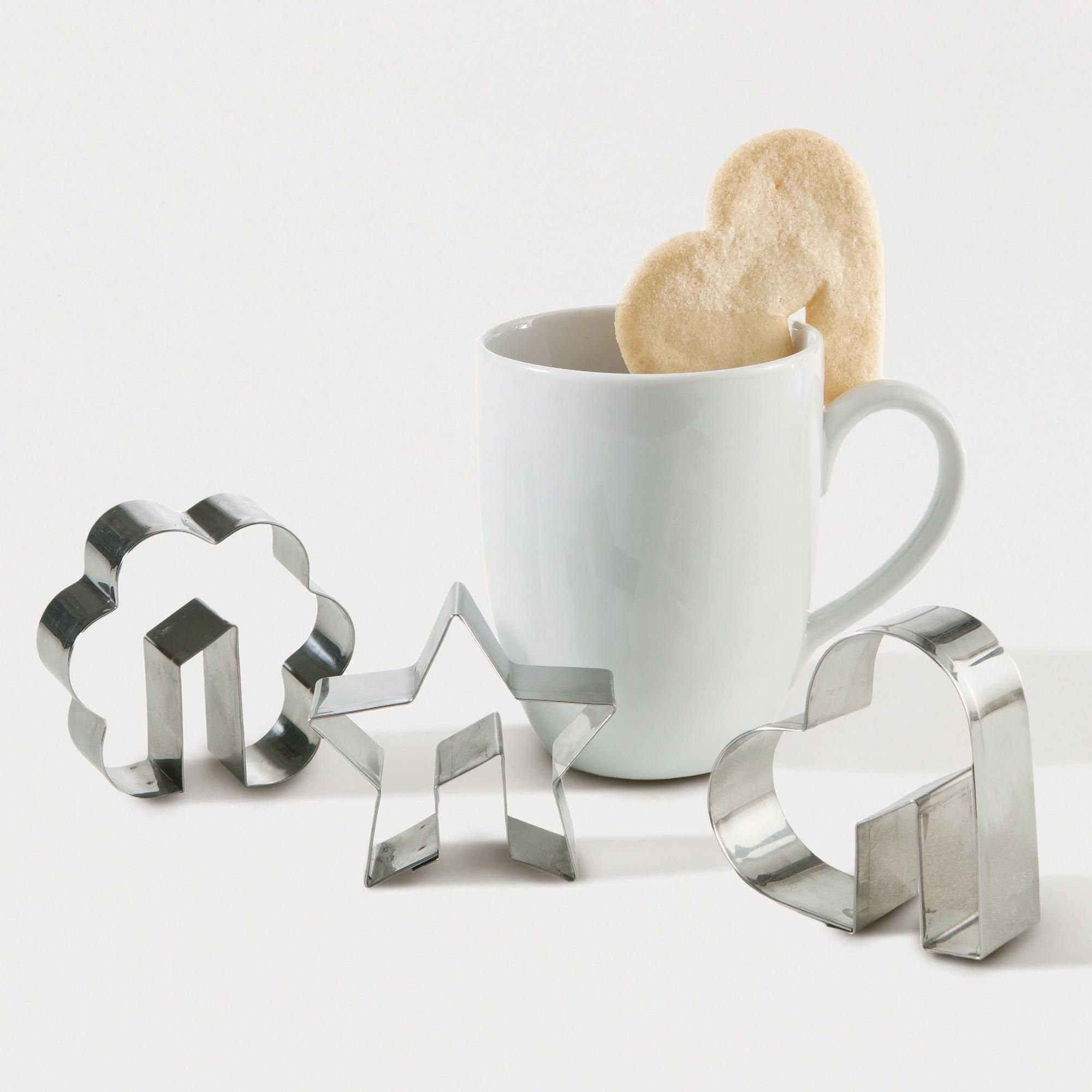 Side-of-the-Cup Cookie Cutter - make your cookie sit on your cup - isnt that cute !