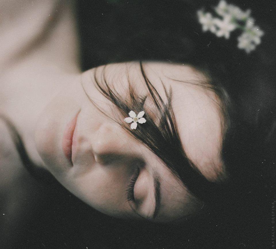 Sou solitária como a erva. De que sinto falta? Daquilo que encontrarei, esse algo que não sei?  (Sylvia Plath) Photography: Natalia Drepina