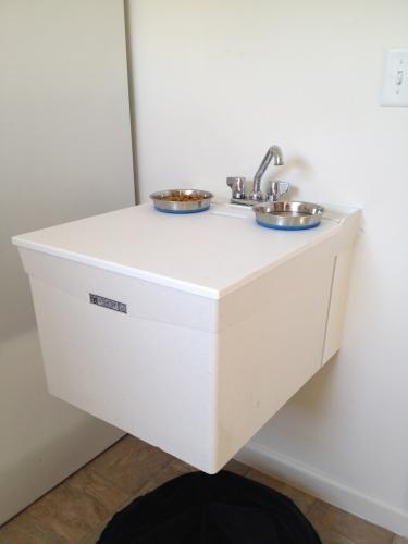 mustee utilatop white laundry tub top