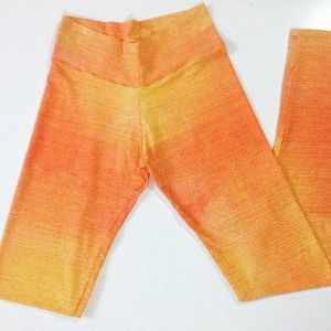 Calça com pala alta tons alaranjados. http://www.fitmission.com.br/loja/calcas/calca-tons-alaranjados-com-pala-alta/