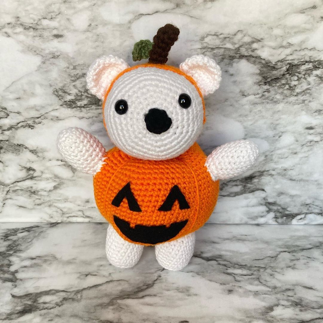 Happy Halloween Part 1!! 🎃 DM me for custom orders and follow on Tik Tok #amigurimi #plushy #plushytoy #plushiesofinstagram #plushie #plushiecommunity #plushiecommission #plushies #handmade #yarn #crochet #crochetersofinstagram #crochetaddict #crocheting #crochetingisfun #crochetinglove #crochetingaddict #diy #diyprojects #crafts #halloween #bear #bearincostume #pumpkin #pumpkincostume #spookyseason