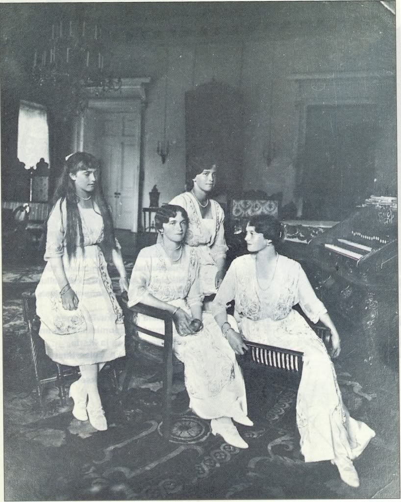 Last formal photograph of OTMA. 1915. Anastasia, Olga, Marie, and Tatiana Romanov.