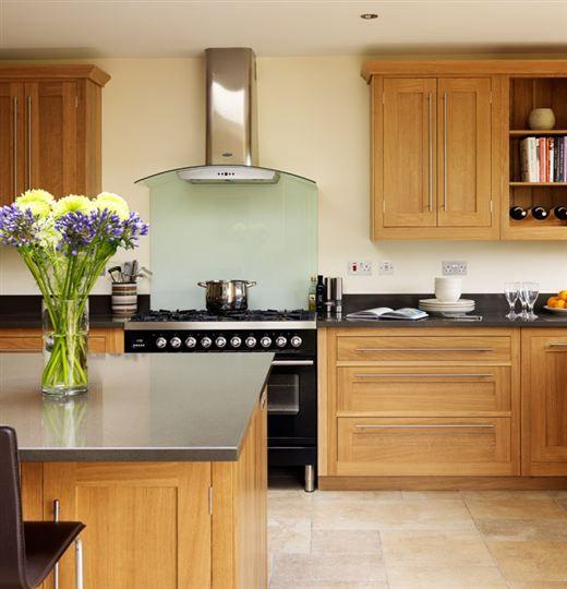 Wood Open Plan Kitchen Desings: Open-plan Oak Shaker Kitchen From Harvey Jones