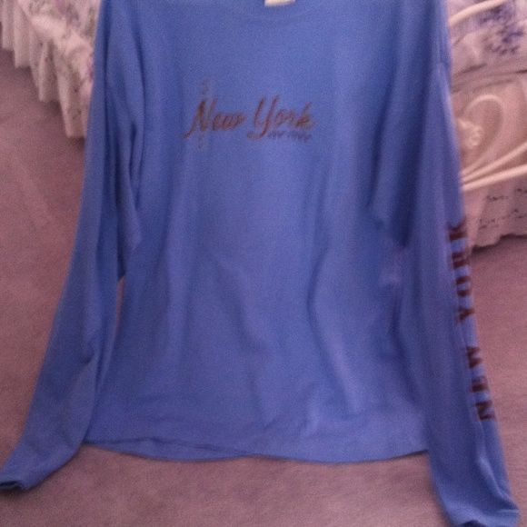 Top Long sleeve blue shirt with New York on the left arm perrin Tops