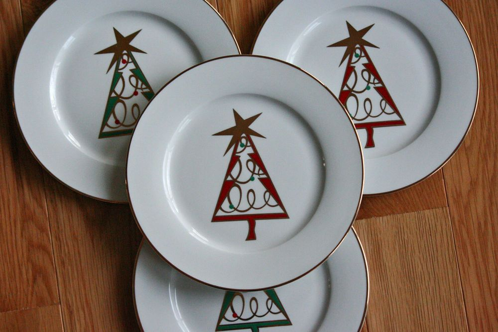 Pier 1 Imports Red Green Gold Christmas Tree Holiday Dessert Plates Set Of 4 Pier1imports Gold Christmas Gold Christmas Tree Christmas Plates
