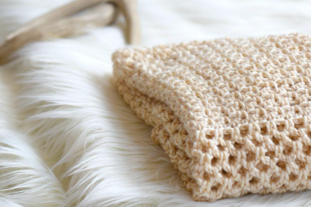 How To Crochet An Easy Mesh Stitch | Puntadas, Lana y Tejido