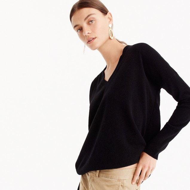 e78609caeed5 V-neck Boyfriend sweater in everyday cashmere Grey or brown is best ...