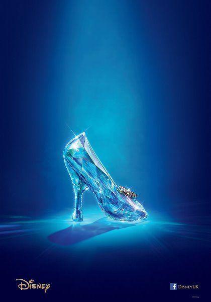 Disney Mostra Sapato De Cristal No Primeiro Teaser E Poster De Cinderela Papelpop Aschenputtel Disney Aschenputtel Film Disney Live