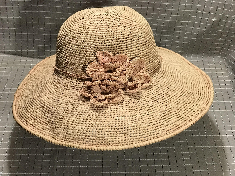 Vintage HELEN KAMINSKI Dusty Rose Gold Wide Brim Sun Hat   Hand Crochet  Madagascar Raffia   9c42d2396a85