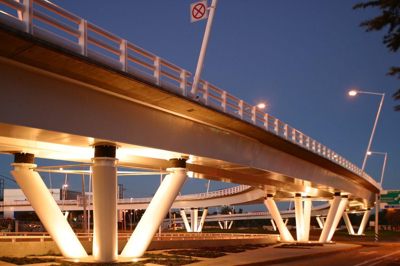 Nodo Vial Patria Acueducto    Zapopan, Jalisco    (2003)     Medalla de Plata en la IV Bienal de Arquitectura Jalisciense    www.echaurimorales.com