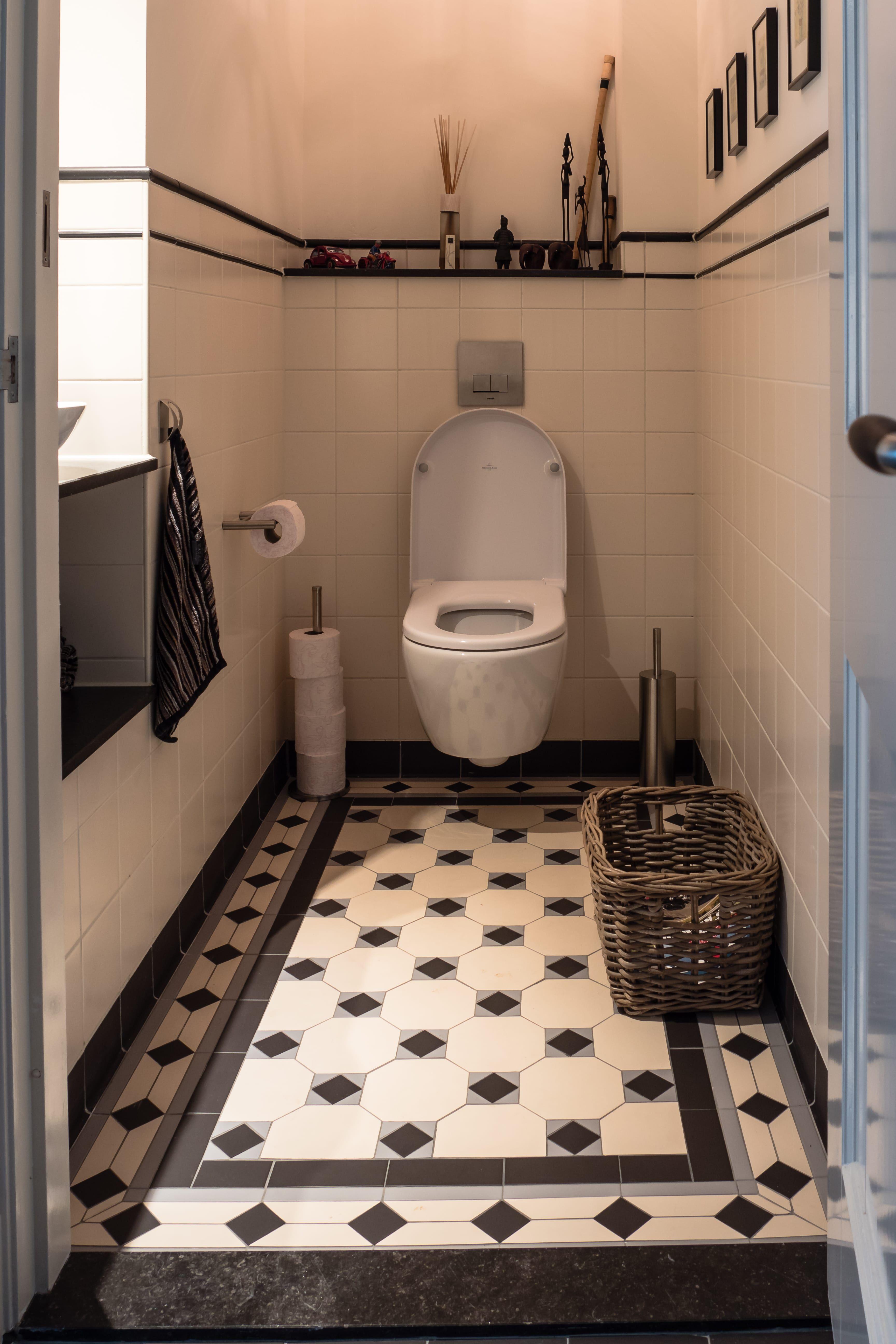 Witte Terrastegels 40x40.Tegels Voor De Toilet Het Kleinste Kamertje Van Het Huis Doordat