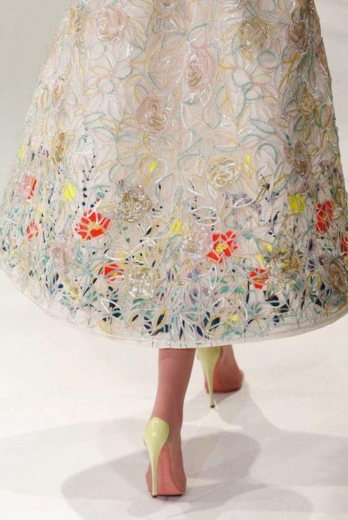 detalhe bordado flores Dior.