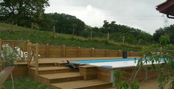 Piscine enterr e terrain en pente terrace pinterest for Piscine hors sol sur toit