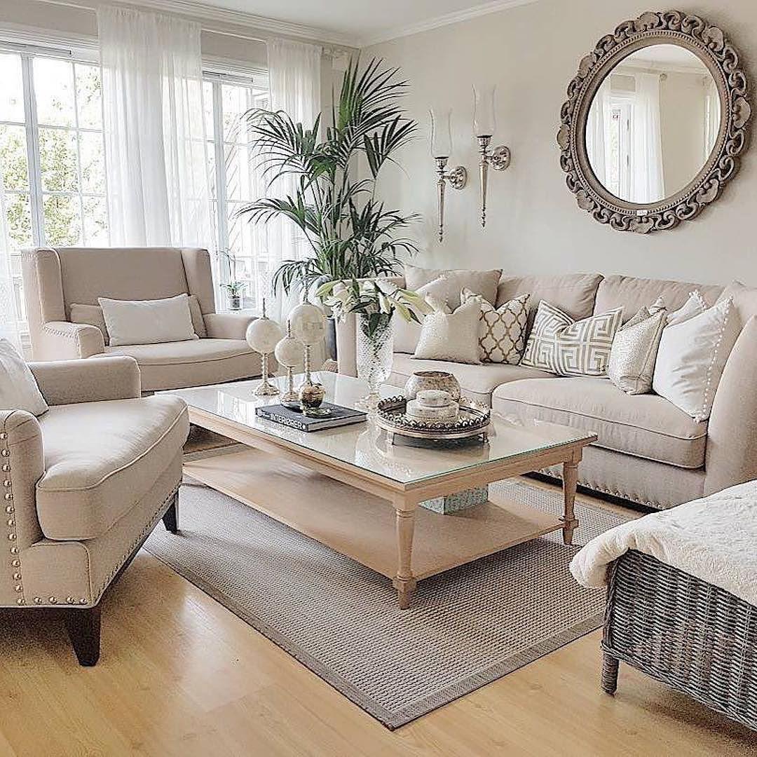 Home Design Ideas For Condos: Classic Living Room, Living Room