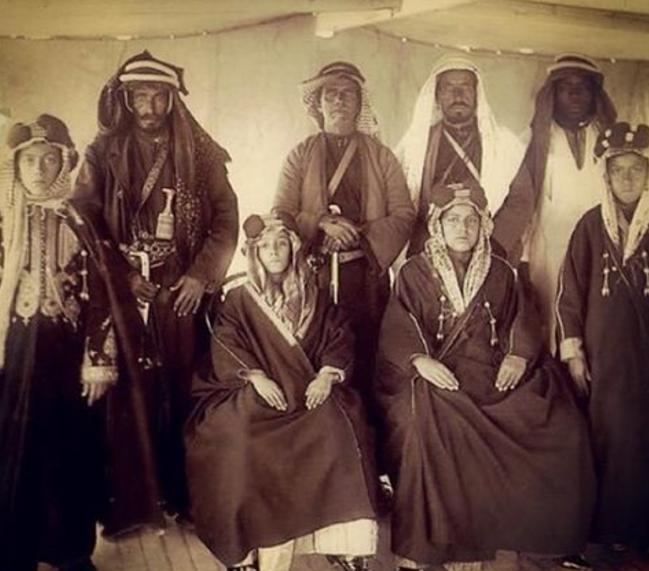 أبناء الشيخ خزعل الكعبي مع حراسهم في المحمرة الاحواز Middle Eastern History Baghdad Baghdad Iraq